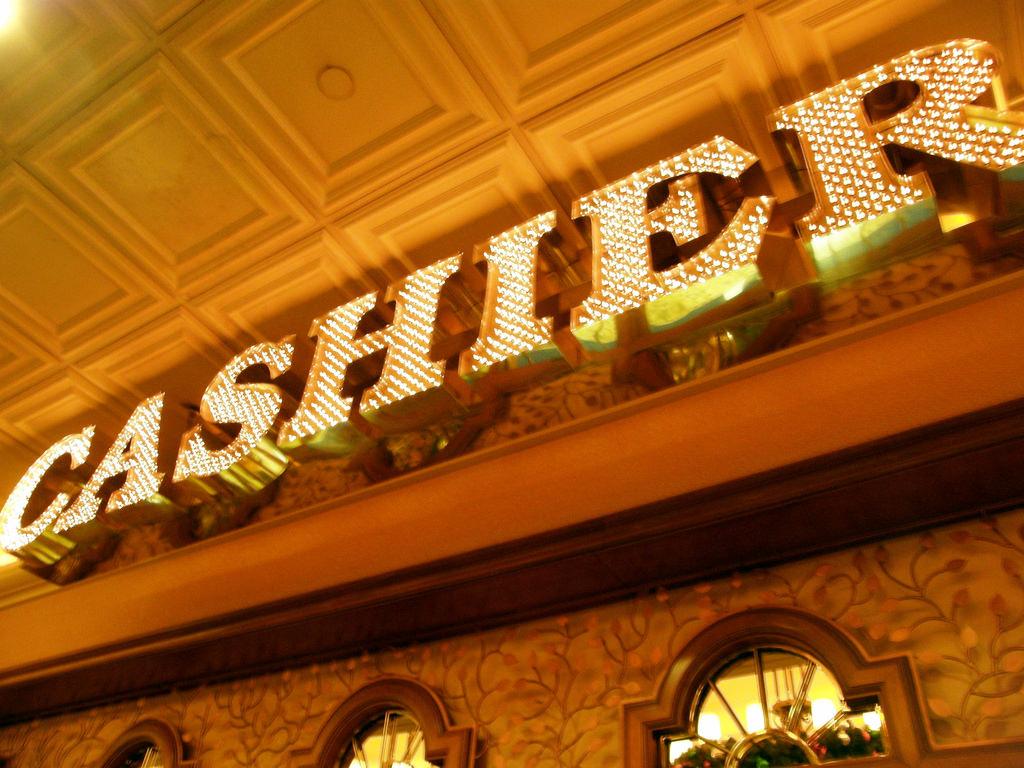 casino-cashier